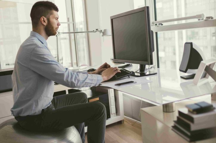 Tips To Burn Calories While Sitting At The Office Desk